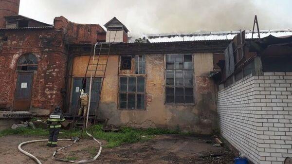 Тушение пожара на площади 300 квадратных метров в промзоне в подмосковном Пушкино