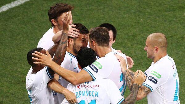 Игроки Зенита радуются забитому мячу в матче 26-го тура чемпионата России по футболу среди клубов Премьер-лиги между командами ФК Краснодар (Краснодар) и ФК Зенит (Санкт-Петербург).