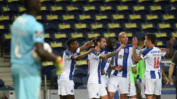 Porto's Malian forward Moussa Marega (C) celebrates with teammates after scoring a goal during the Portuguese League football match between FC Porto and Os Belenenses at the Dragao stadium in Porto on July 5, 2020. (Photo by MIGUEL RIOPA / AFP)