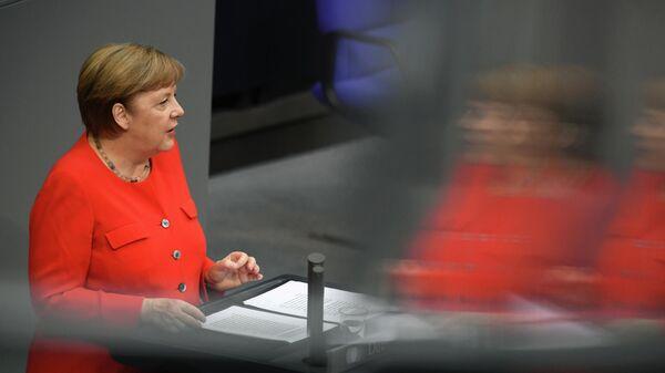 Федеральный канцлер ФРГ Ангела Меркель во время выступления в Бундестаге