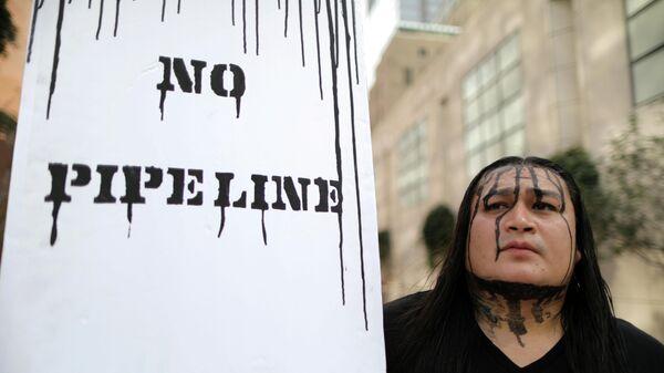 Акция протеста в Лос-Анджелесе против строительства нефтепроводов Keystone XL и Dakota Access