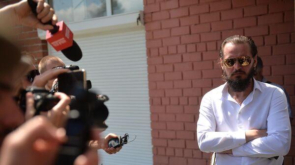 Представитель лишенного сана схимонаха Сергия после заседания суда в Верхней Пышме, где рассматривалось дело о распространении им недостоверной информации