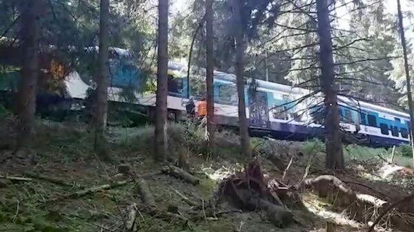 Кадры с места столкновения поездов в Чехии