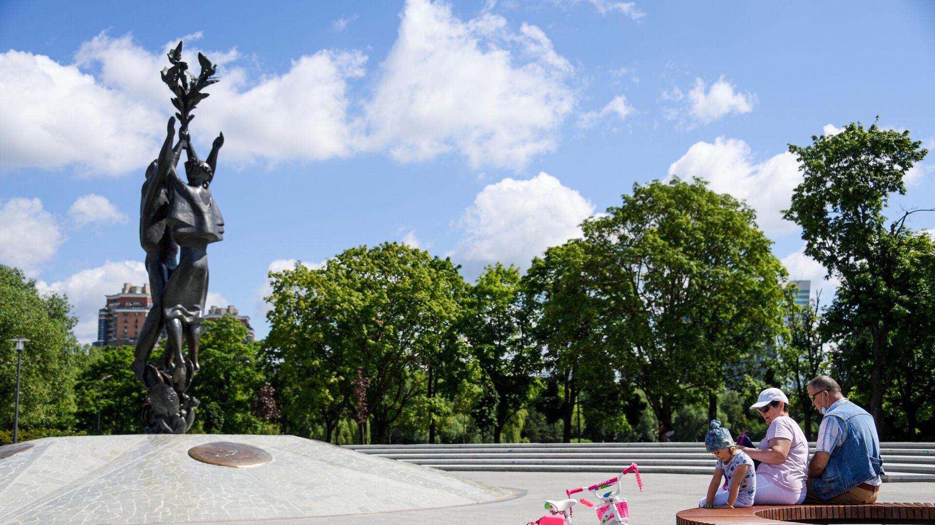 Благоустройство парка Дружбы - РИА Новости, 1920, 08.07.2020