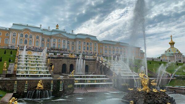 Фонтан в Государственном музее-заповеднике Петергоф