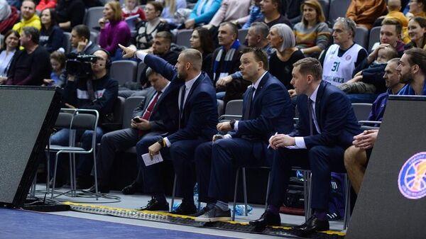 Тренерский штаб баскетбольного клуба Цмоки-Минск на матче Единой лиги ВТБ