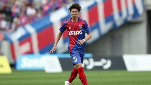 Полузащитник футбольного клуба Токио Кенто Хасимото