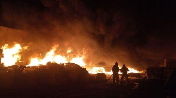 Пожар на территории компании Татнефтепродукт в Казани