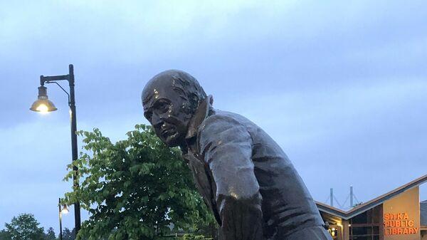 Памятник губернатору Аляски Александру Баранову в городе Ситка