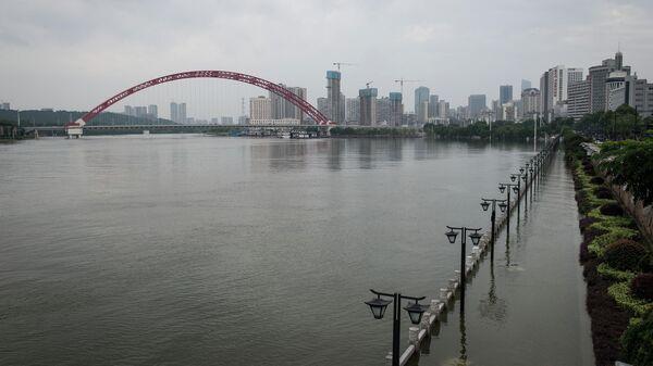 Затопленная набережная реки Янцзы в Китае