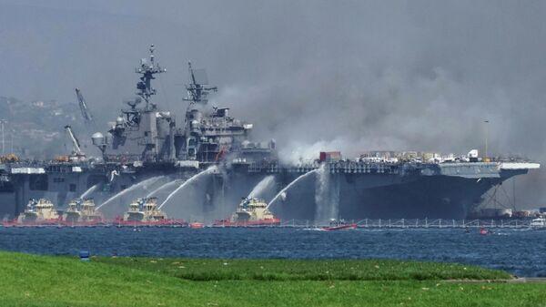 Пожар на универсальном десантном корабле USS Bonhomme Richard (LHD 6) на военно-морской базе в Сан-Диего