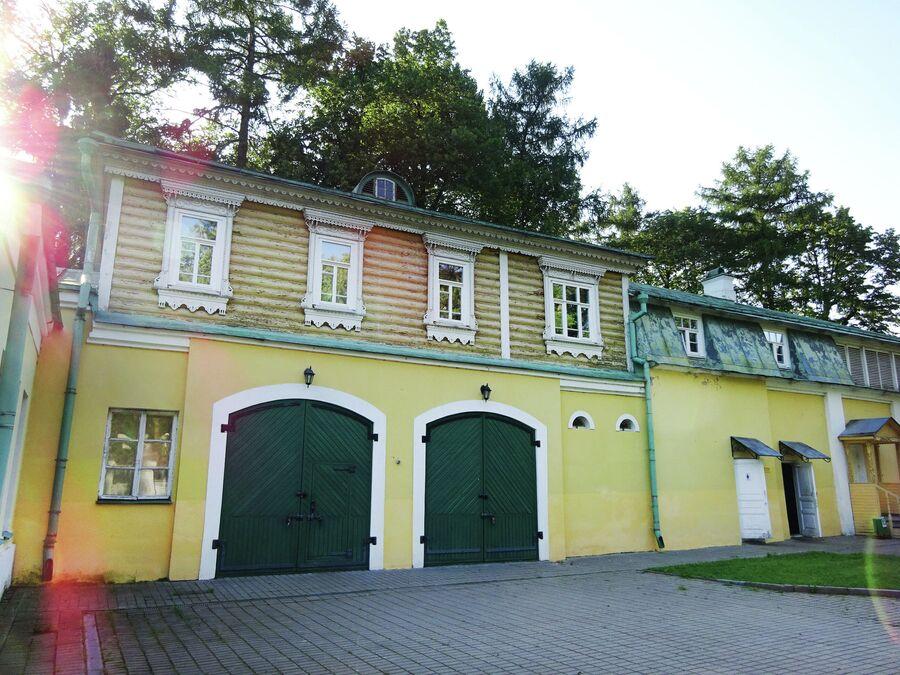 Хозяйственный двор (гараж)