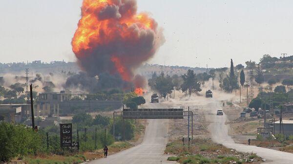 Взрыв на пути российско-турецкого конвоя на трассе М4 недалеко от сирийского города Ариха в провинции Идлиб