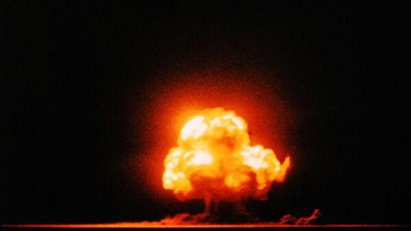 Первое в истории испытание  атомного оружия в Нью-Мексико, в местечке Аламогордо, США. 16 июля 1945