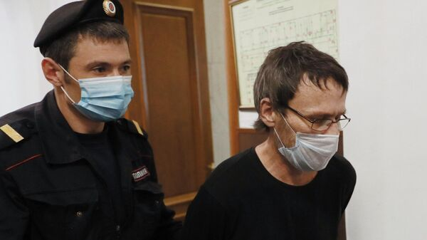 Инспектор службы безопасности аэропорта Менделеево в Южно-Курильске Марат Кадыров в Басманном суде Москвы