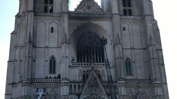 Во французском Нанте вспыхнул пожар в соборе Святых Петра и Павла