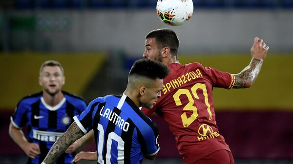 AS Roma's Italian defender Leonardo Spinazzola (R) vies for the ball with Inter Milan's Argentinian forward Lautaro Martinez  during the Italian Serie A football match between AS Roma and Inter Milan on July 19, 2020, at the Olympic Stadium in Rome. (Photo by Filippo MONTEFORTE / AFP)