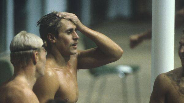 XXII Олимпийские игры. Плавательный бассейн Олимпийский. Советский пловец Сергей Копляков (справа) завоевал золотую медаль в командном зачете и на дистанции 200 метров вольным стилем.