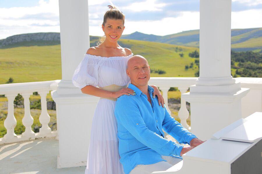 Денис Майданов с супругой Натальей в Крыму