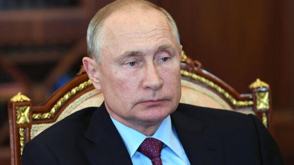 Путин попросил доложить о переговорах по поездкам за границу
