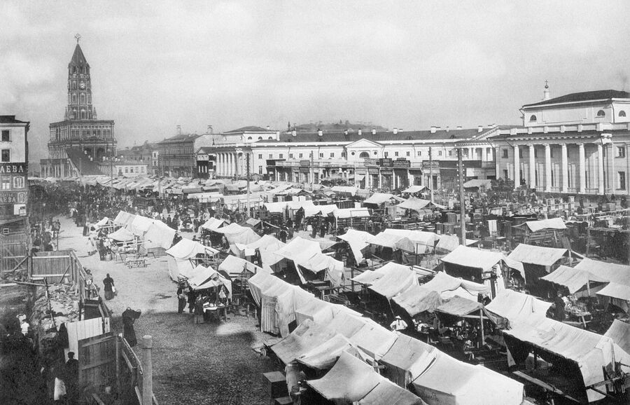 Москва. Воскресная торговля на Сухаревской площади. 1890 год