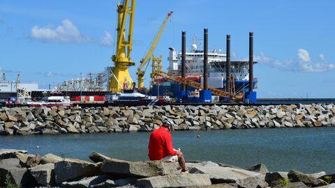 Судно-трубоукладчик Академик Черский в немецком порту Мукран на острове Рюген