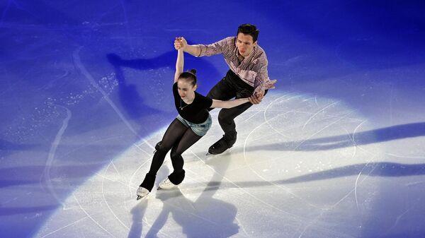 Юлия Артемьева и Михаил Назарычев (Россия) во время показательных выступлений на чемпионате мира по фигурному катанию в Таллине.