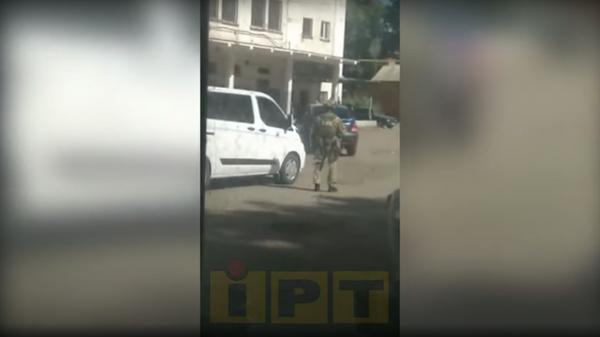 Опубликовано видео с места захвата заложника в Полтаве