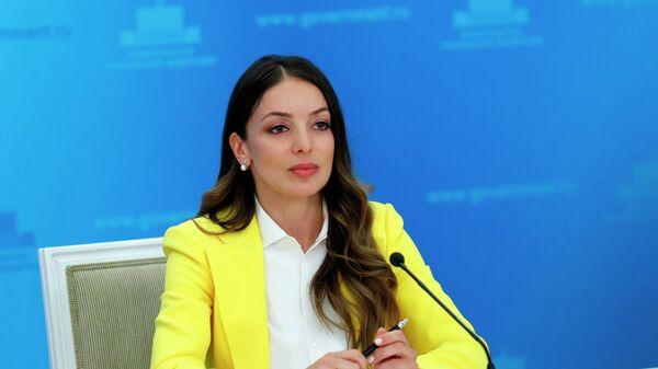 Глава Ростуризма Зарина Догузова во время брифинга