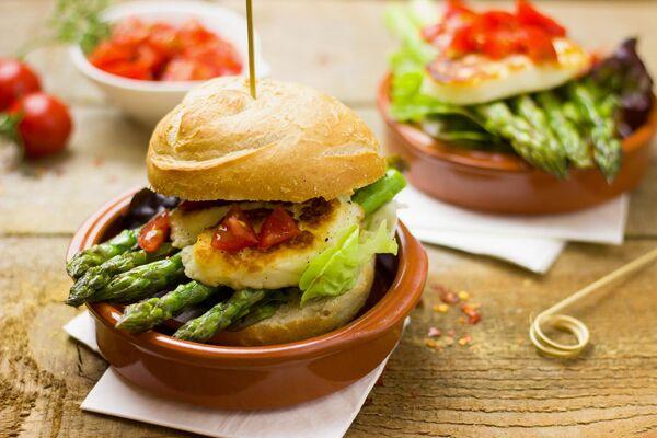 Гамбургер со спаржей