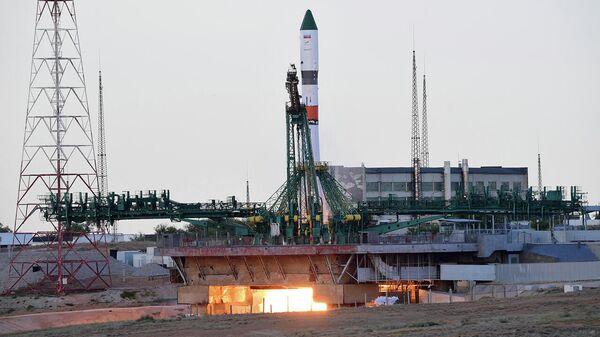 Старт ракеты-носителя Союз-2.1а с транспортным грузовым кораблем Прогресс МС-15