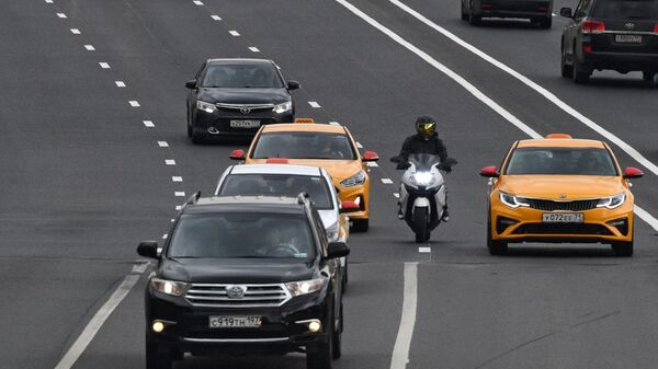 Мотоциклист на улице в Москве