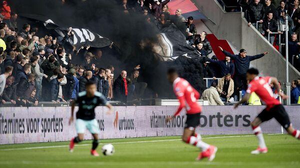 Игровой момент матча чемпионата Нидерландов по футболу