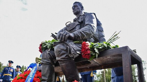 Памятник генералу армии Маргелову в сквере Воздушно-десантных войск Аллея Дяди Васи в парке Патриот