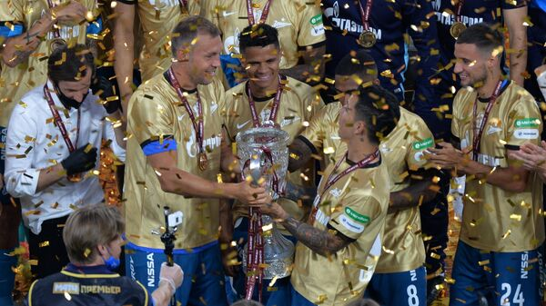 ФутболистыЗенита на церемонии награждения по случаю победы в Кубке России