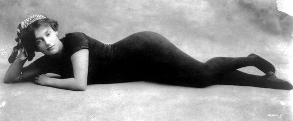 Пловчиха Аннет Келлерман в купальнике, разработанном ей самой