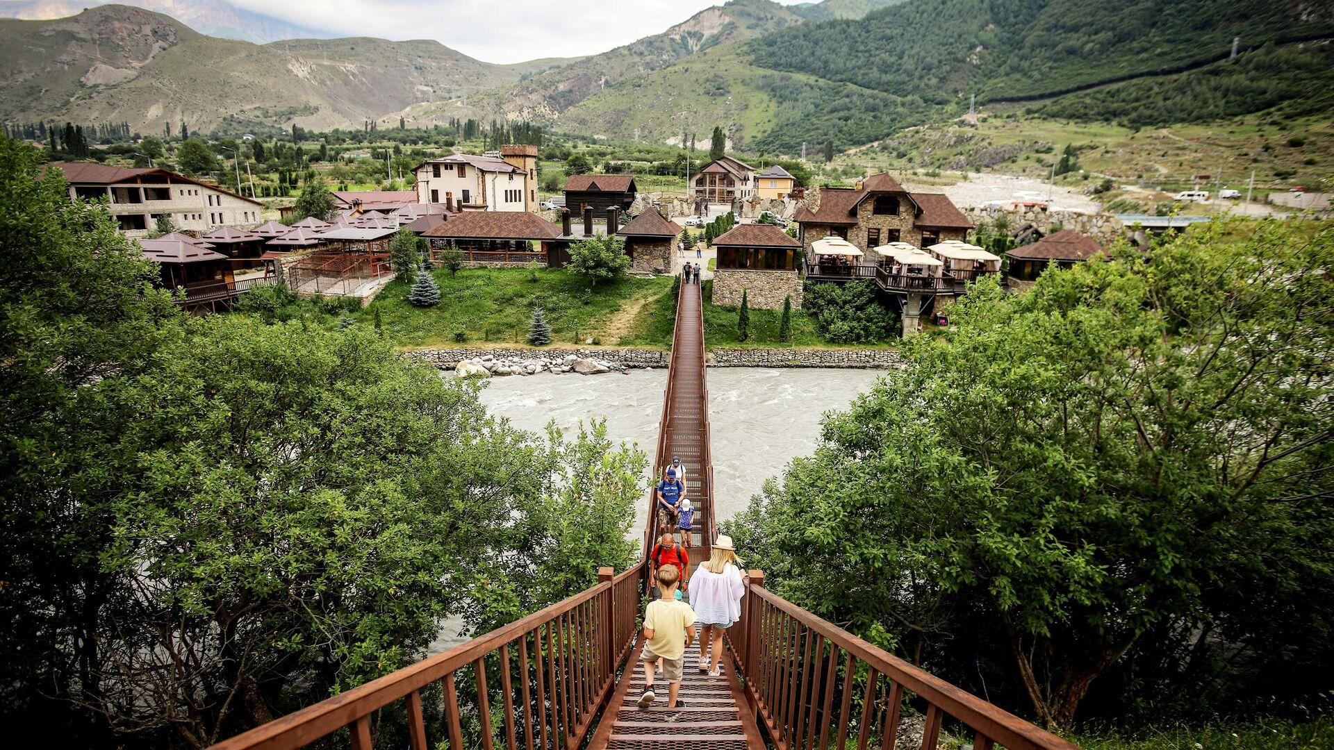 Туристы в ауле Верхняя Балкария в Кабардино-Балкарии - РИА Новости, 1920, 31.08.2020