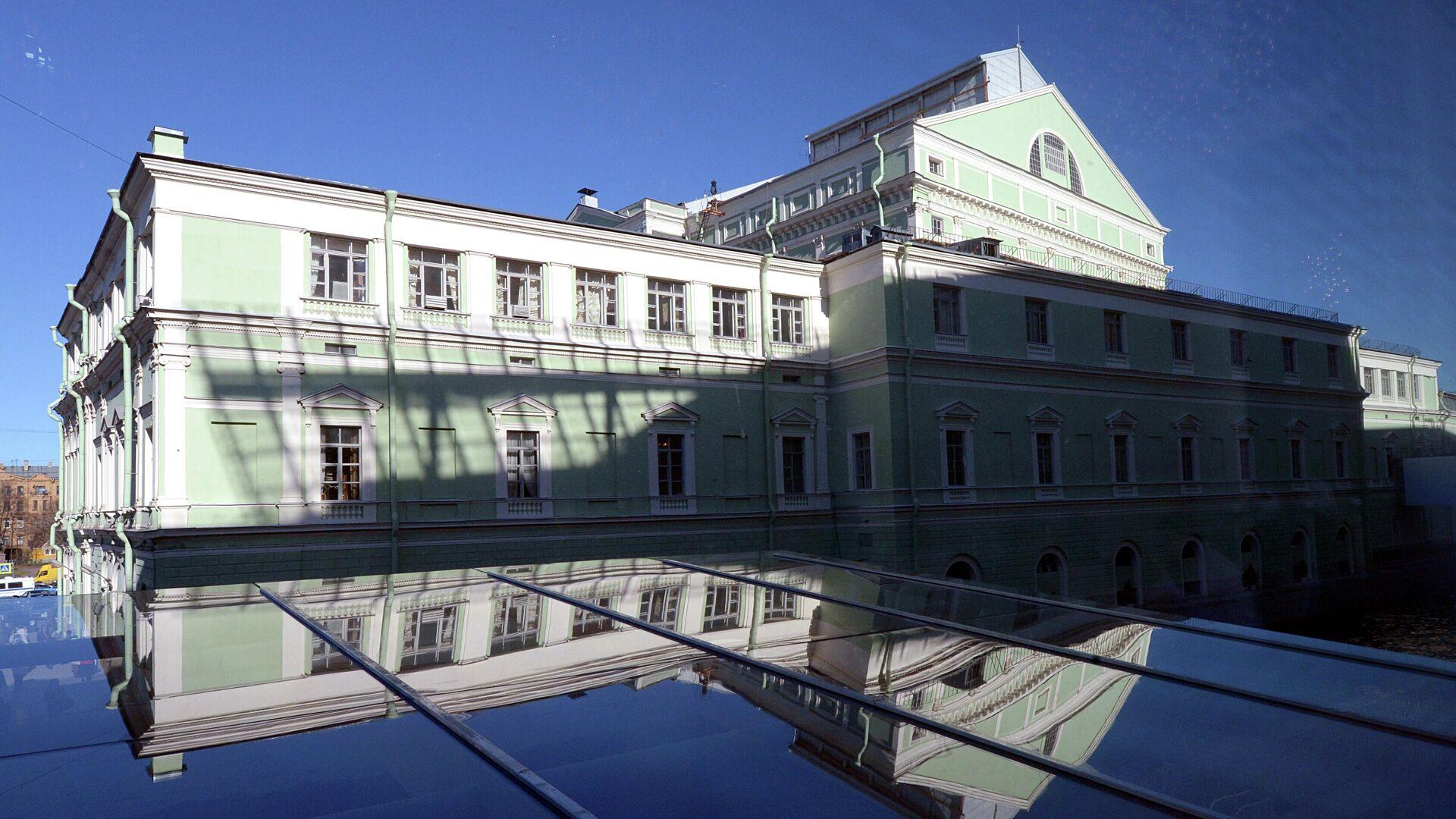 Вид на главное здание Государственного академического Мариинского театра из окна Второй сцены - РИА Новости, 1920, 06.09.2020