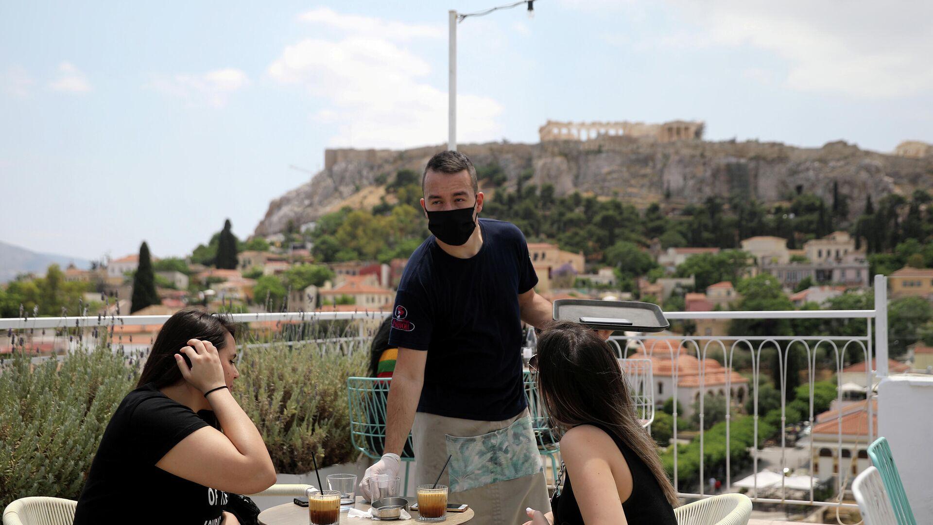 Посетители кафе в Афинах  - РИА Новости, 1920, 20.12.2020