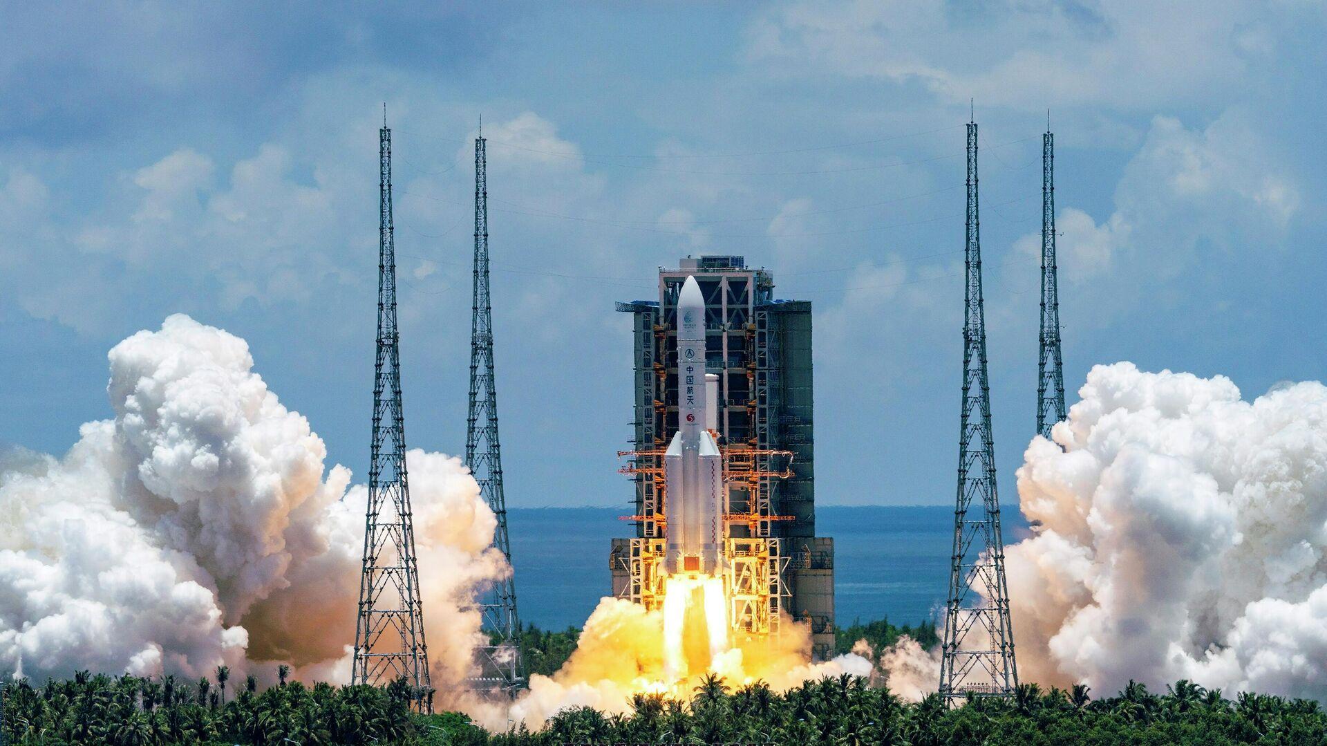 """Появилось первое фото потерявшей управление китайской ракеты """"Чанчжэн-5"""""""