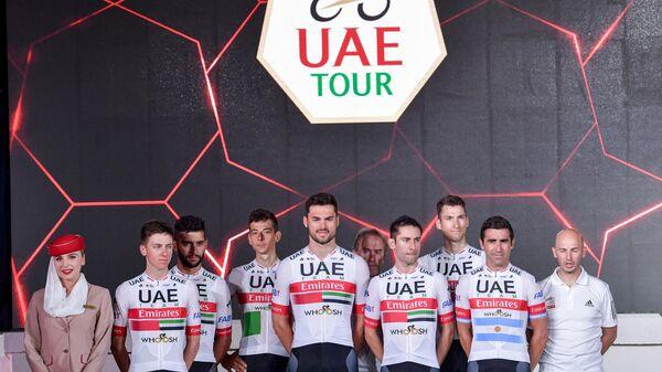 Велогонщики команды UAE