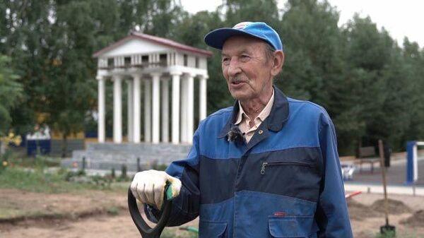 Еще повоюем: 80-летний пенсионер своими руками обустроил городской сквер