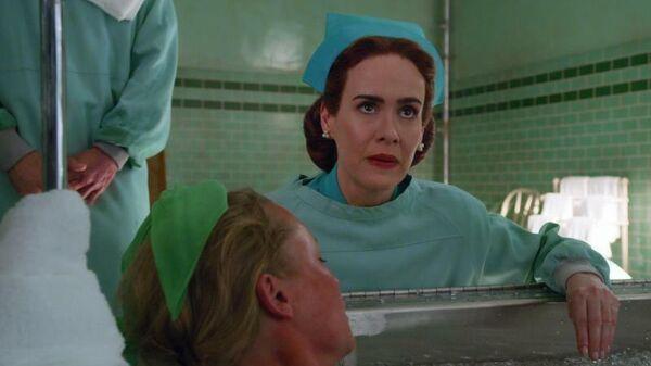 Кадр из сериала Сестра Рэтчед