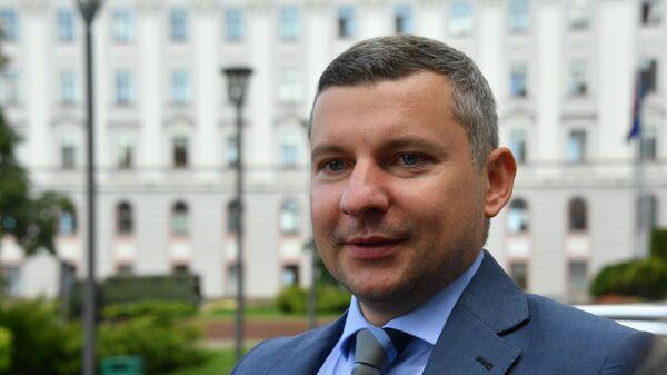 Официальный представитель МИД Белоруссии Анатолий Глаз у здания МИД Белоруссии