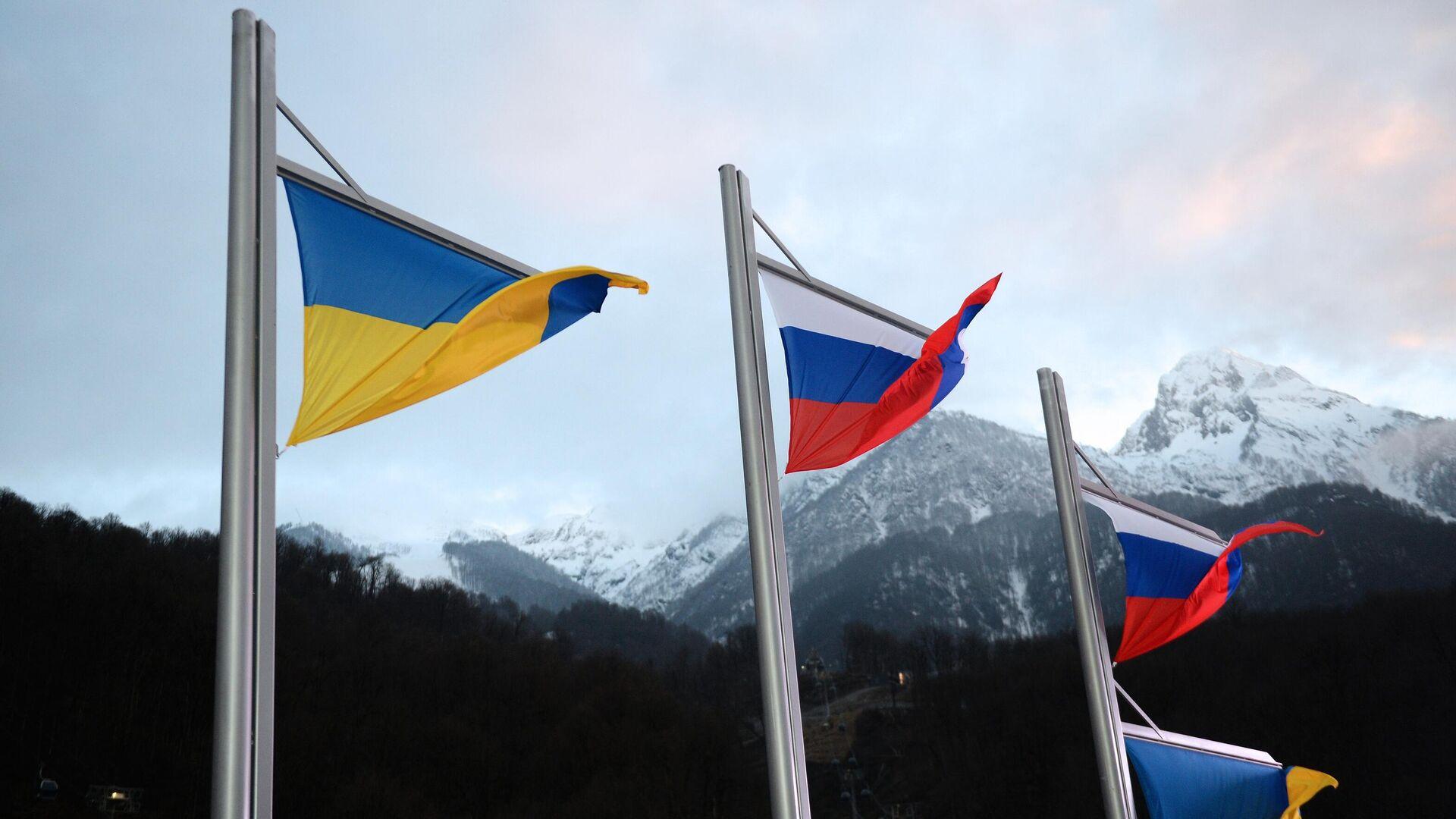 Национальные флаги Украины и России  - РИА Новости, 1920, 22.12.2020