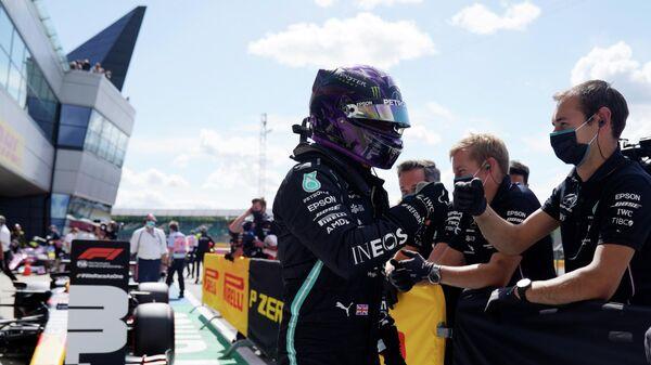 "Хэмилтон выиграл квалификацию Гран-при Великобритании ""Формулы-1"""