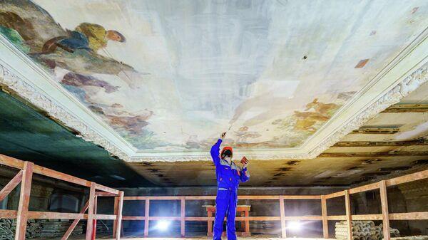 Реставрация потолочной росписи павильона Радиоэлектроника на ВДНХ