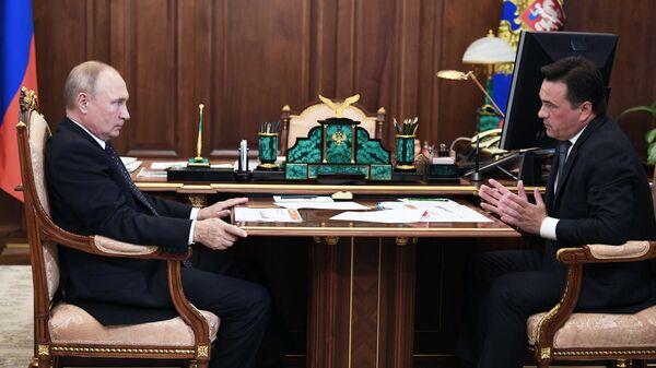 Президент РФ Владимир Путин и губернатор Московской области Андрей Воробьев  во время встречи в Кремле