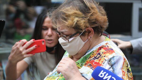 Ирина Стерхова, вдова Сергея Захарова, погибшего в ДТП с участием Михаила Ефремова, у Пресненского суда, где проходит рассмотрение по существу дела о ДТП с участием актера