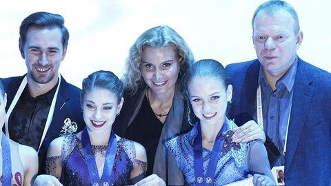 Алена Косторная и Александра Трусова (справа) с тренером Этери Тутберидзе